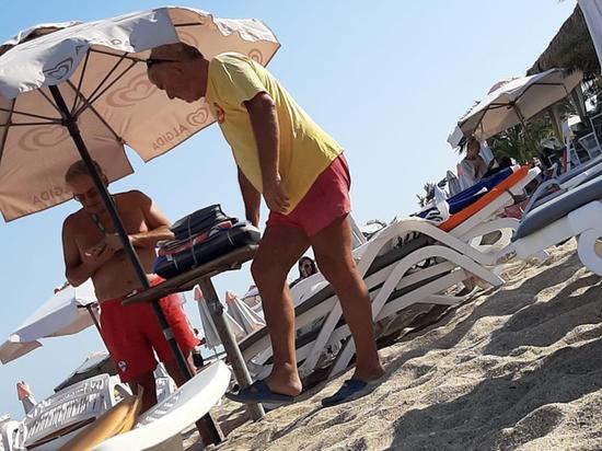 Болгарский спасатель избил россиянку за умение плавать