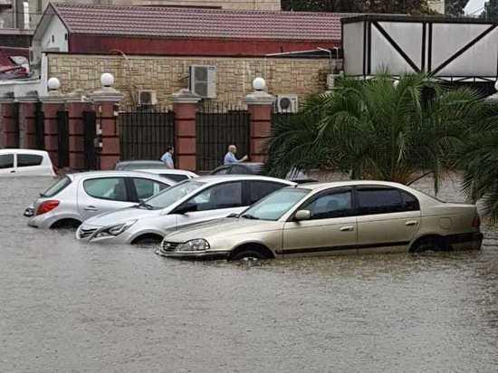 Залповый ливень в Сочи вызвал затопление города