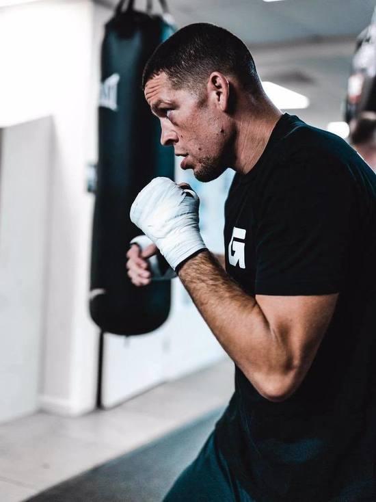 Возвращение курящего гангстера: на турнире UFC 241 будет много крови