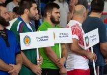 Титулованные спортсмены приехали на турнир по борьбе на поясах в КЧР