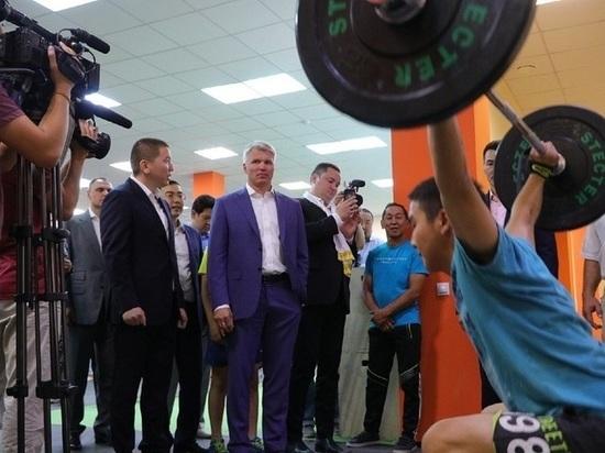 В Калмыкию с деловым визитом приехал министр спорта Павел Колобков