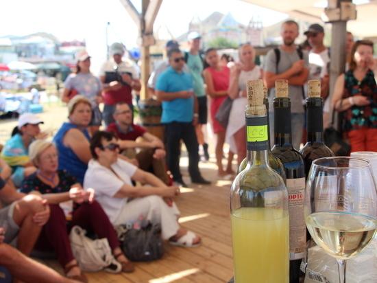В Коктебель за истиной: фестиваль объединил производителей вина и сыра