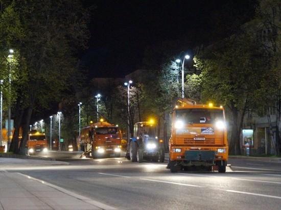 После Дня города с улиц Екатеринбурга вывезли 450 кубометров мусора
