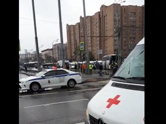 В Москве автобус врезался в столб: полтора десятка раненых