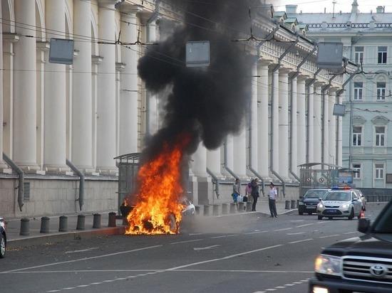 Тульские спасатели рассказали, как оперативно потушить пожар в машине