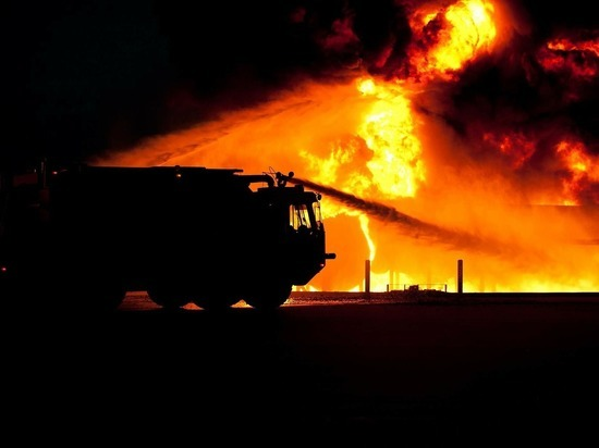 В Новом Уренгое загорелась многоэтажка