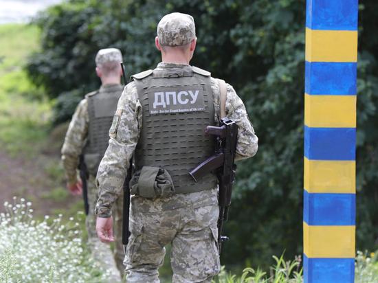 Украинские силовики расстреляли внедорожник за попытку прорваться через границу
