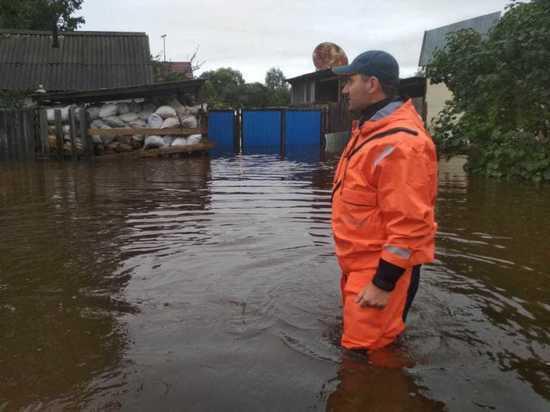 Спасатели оказывают помощь жителям Хабаровского края в связи с паводком