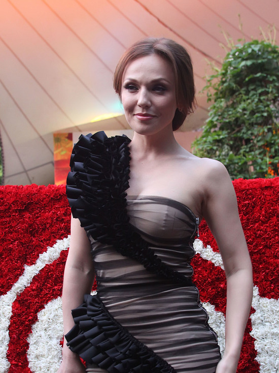 Джанабаева в прозрачном пеньюаре поведала о лишних килограммах