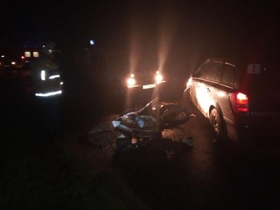 Иномарка сбила молодую пару на мотоцикле в Калужской области