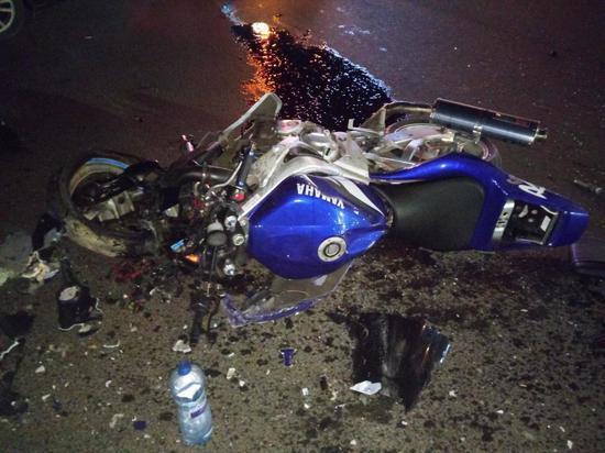 Столкновение мотоцикла и «Приоры» у «Глобуса» попало на видео
