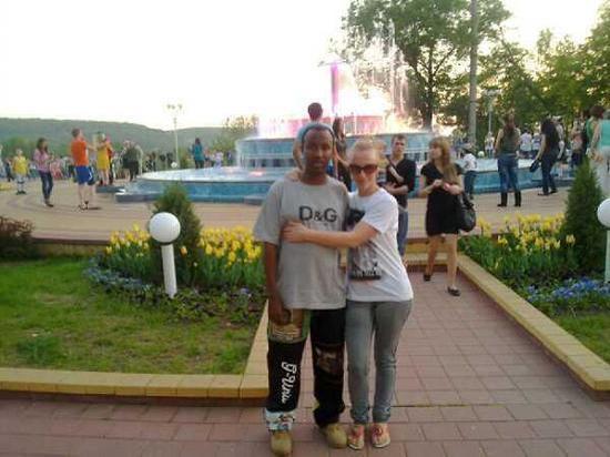 Российско-африканские страсти в семье брошенной в кафе девочки: отец ушел