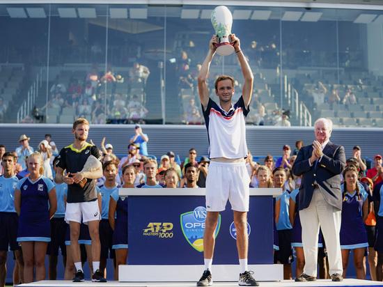 Прорыв Медведева: российский теннисист попал в пятерку лучших в мире