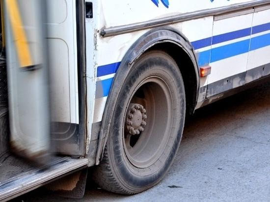 Водители хабаровских автобусов просили переводить плату за проезд им на телефон