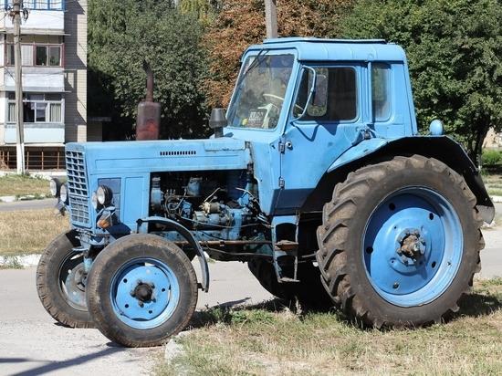 Новосибирский чиновник продал казенный трактор и оплатил учебу в вузе