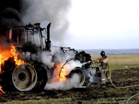В Тюльганском районе сгорел трактор