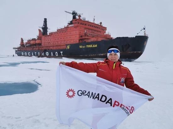 На северном полюсе поднят флаг медиахолдинга «Гранада Пресс»