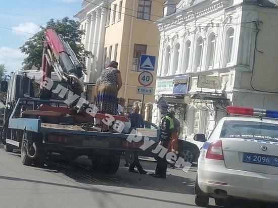 Посадившему маленьких детей на эвакуатор водителю в Калуге грозит 15 суток ареста