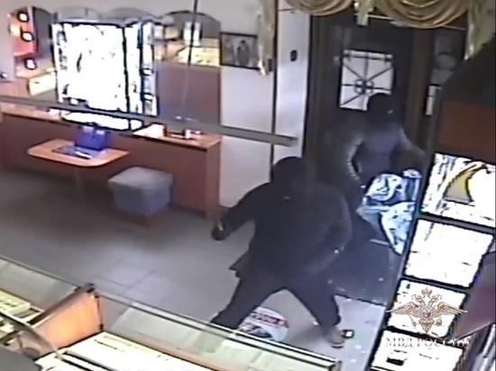 Грабителей ювелирного салона в Петрозаводске приговорили к лишению свободы