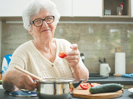 Ученые рассказали, как правильно питаться в пожилом возрасте