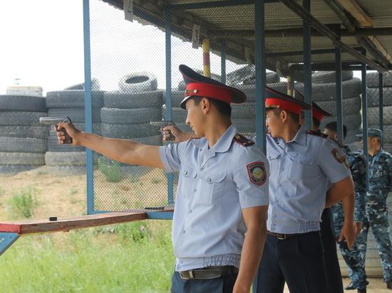 В Казахстане спорят о праве полицейских на применение табельного оружия