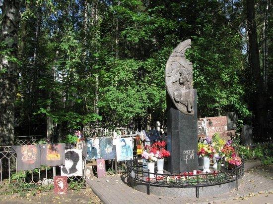 Мужчину с пробитым черепом нашли на могиле Виктора Цоя