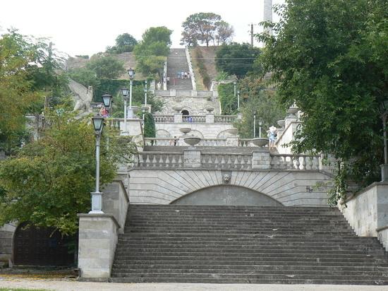 Митридатскую лестницу в Керчи отреставрирует компания из Москвы