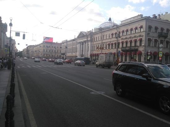 Проехали: чем Петербург удивляет туристов этим летом. ФОТО, ВИДЕО