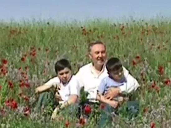 Экс-президент Казахстана Назарбаев спел о любви к своей стране