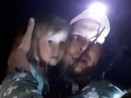 Опубликовано видео спасения 5-летней Зарины, которая провела в лесу 3 дня