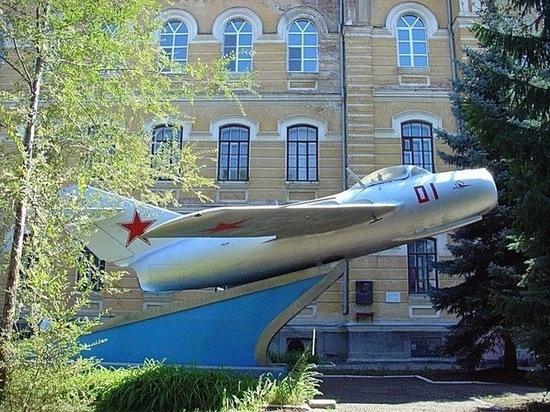 Оренбуржцы предлагают поставить самолет Гагарина на въезде в город
