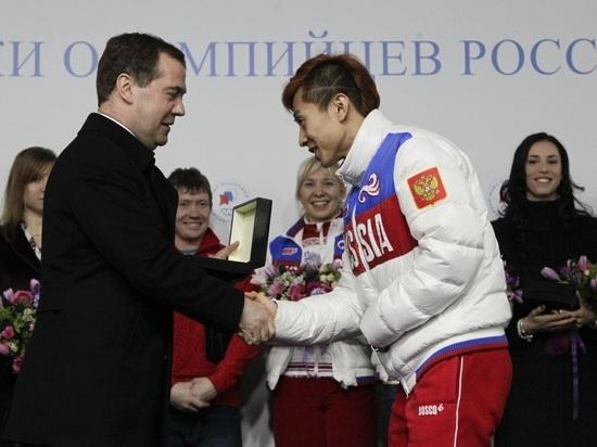 Виктор Ан продаст подаренную трехкомнатную квартиру в Петербурге