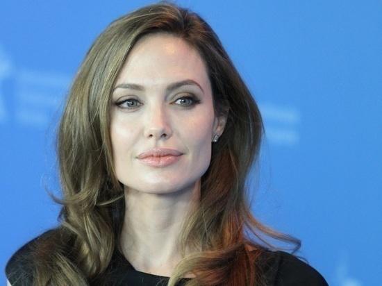 Сын оставил Анджелину Джоли: актриса не может сдержать слез