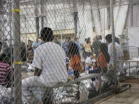 Новый указ: иммиграционные власти могут бессрочно задерживать семьи незаконных мигрантов