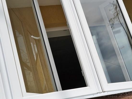 Ревнивый житель Орска выкинул из окна бывшего сожителя возлюбленной