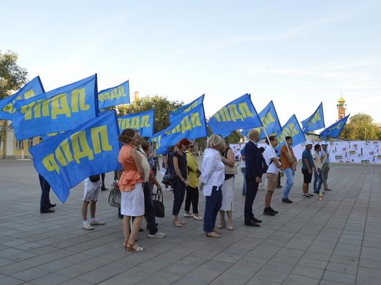 ЛДПР отметила День флага вместе с оренбуржцами