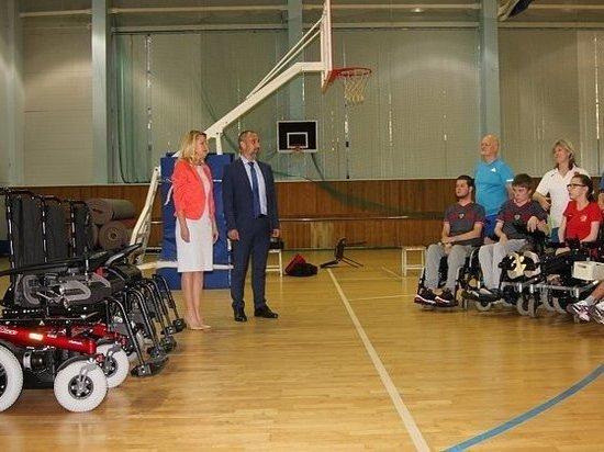 Попавшим в ДТП под Тулой паралимпийцам передали новые коляски