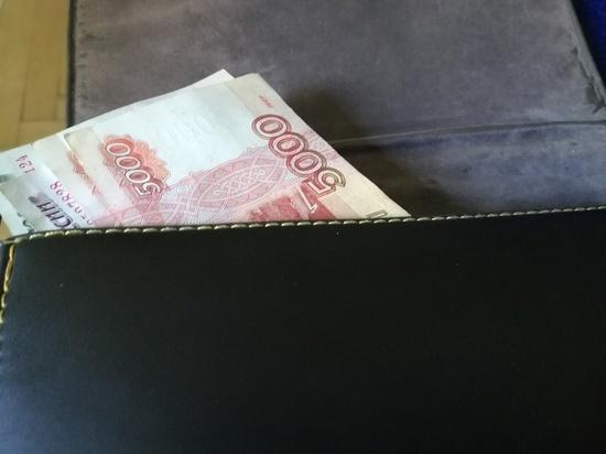 В летнем кафе Новотроицка у девушки украли сумку