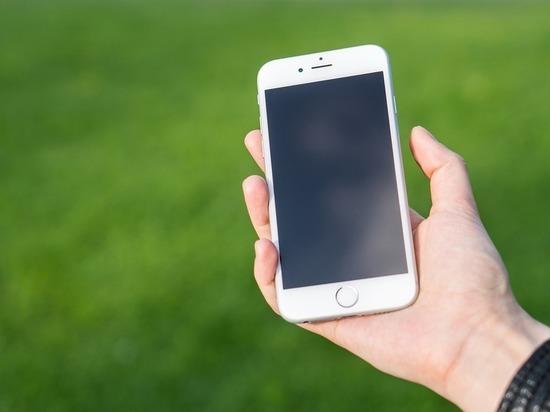 В Смоленске таксист присвоил себе дорогой телефон, забытый пассажиром
