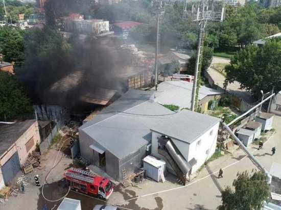 В Краснодаре пожар в складе на Сормовской разросся до 250 квадратных метров