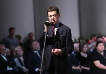 На театре оперы и балета в Донецке появился барельеф с Кобзоном