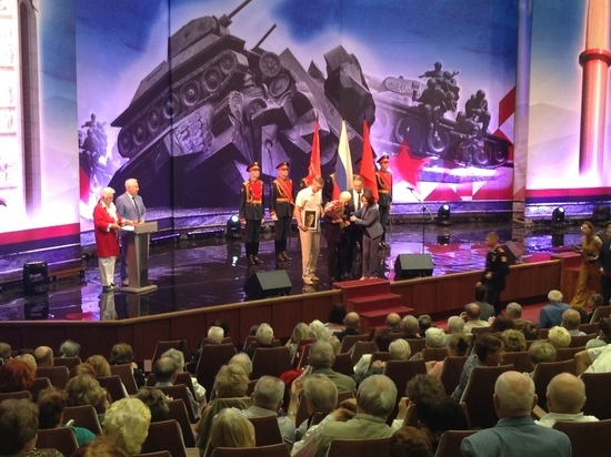Сестре погибшего героя Великой Отечественной войны вручили затерявшийся орден