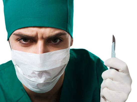 В Чебоксарах фельдшер наркодиспансера ударил пациента ножом в живот