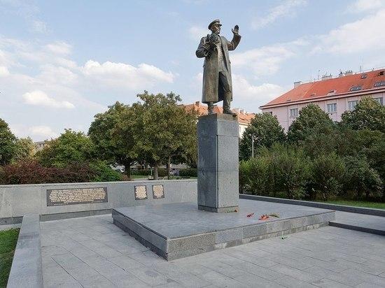 МИД выразил протест из-за осквернения памятника маршалу Коневу в Праге