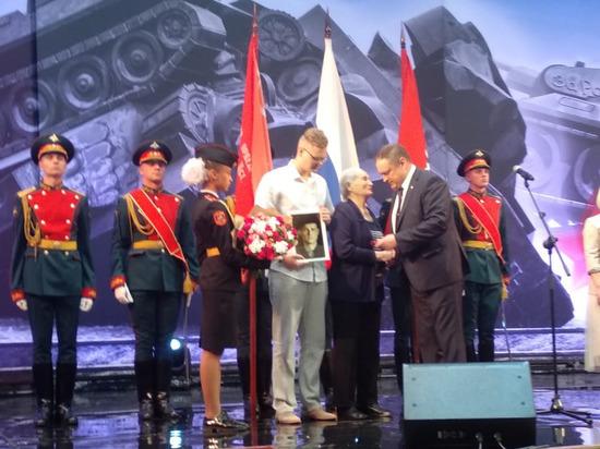 Сестре погибшего героя Великой Отечественной войны вручили потерянную награду