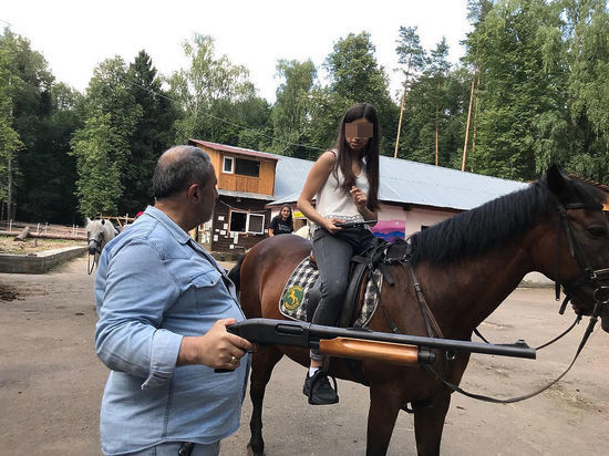 """Племянник убитого дочерьми Хачатуряна объяснил происхождение """"арсенала"""" оружия"""