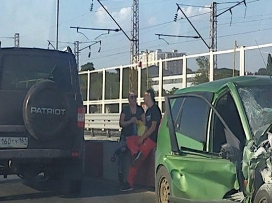 Два человека пострадали в аварии на Западном мосту в Ростове