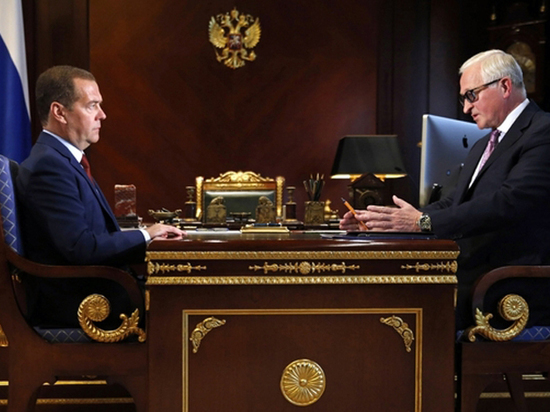 «Четырехдневка» Медведева напомнила коммунизм Хрущева