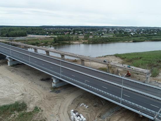 На Чуйском тракте движение транспорта идет по новому мосту через Чумыш