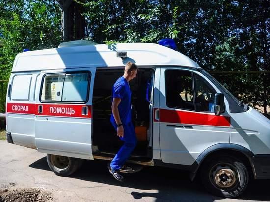 В Волгограде от газонокосилки отлетел камень и ранил пассажира авто